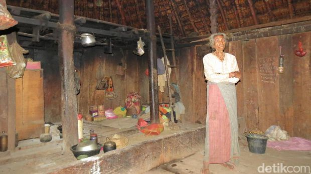 Mama Maria yang Sakti dan Rumah Adat Siri Gatal