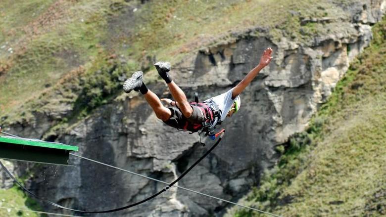 Terjun Dari Ketinggian 182 Meter Di Selandia Baru Mau Coba