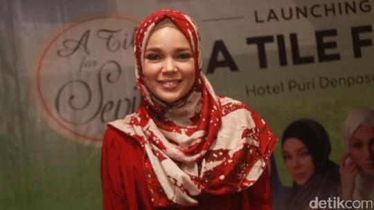Dewi Sandra Sudah Pantas Jadi Ustazah