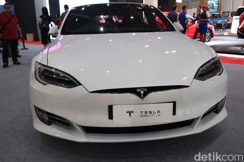 Tesla Model S Foto: Dina Rayanti