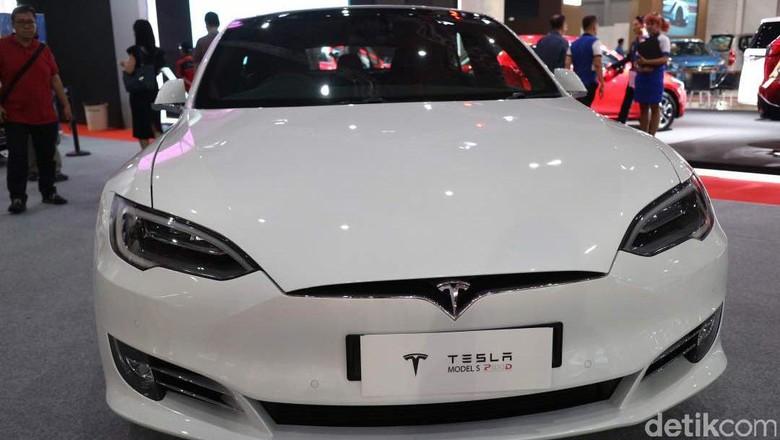Mobil listrik Tesla Foto: Dina Rayanti