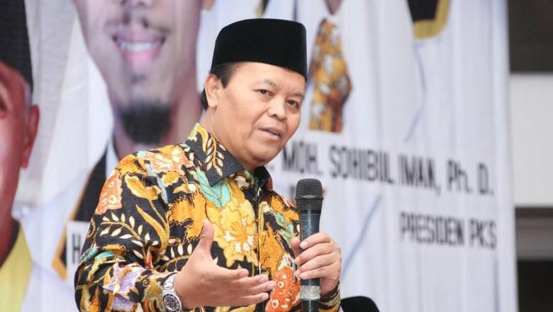 PKS Senada dengan Fadli Zon: Iklan Bendungan Jokowi Dicopot Saja