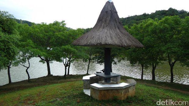 Simak kisah-kisah lain petualangan ke Atambua di Tapal Batas Detikcom (https://tapalbatas.detik.com/)