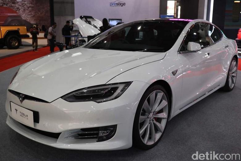 Tesla Model S di IIMS. Foto: Dina Rayanti