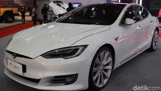 Tesla Model S di IIMS 2017