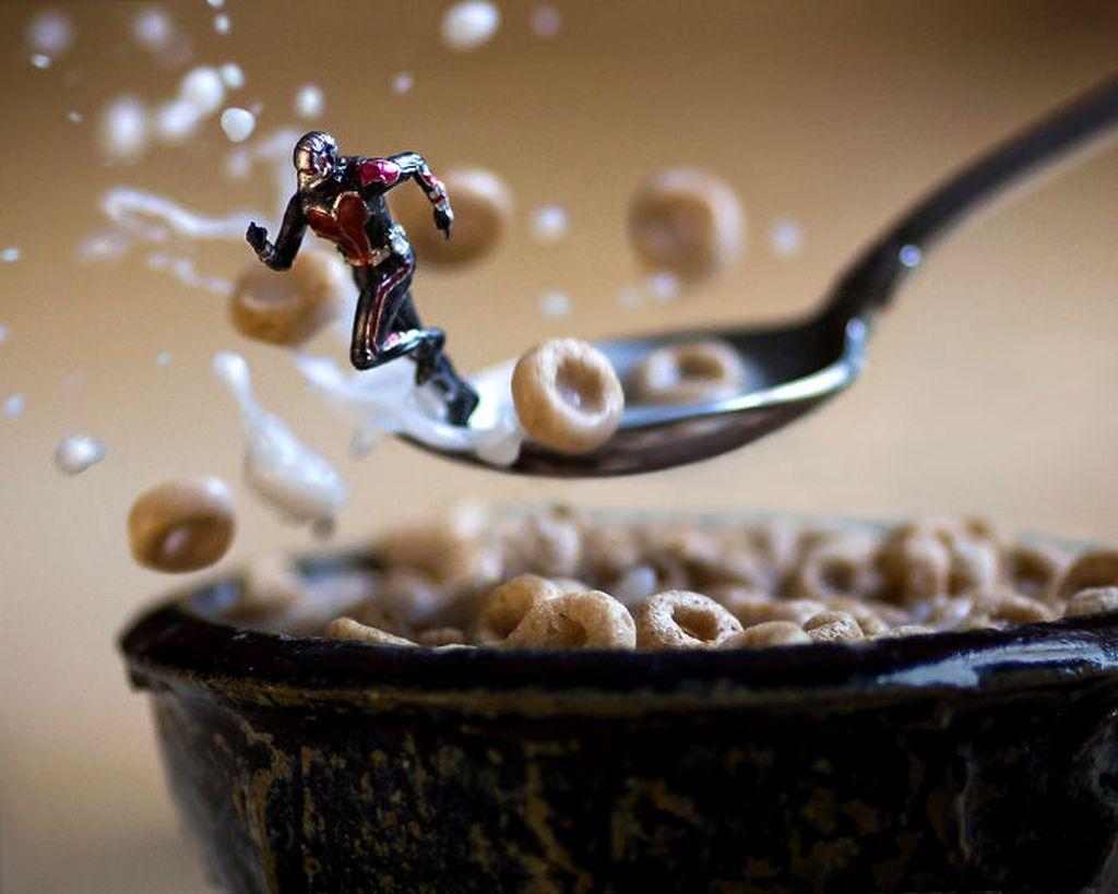 Lewat akun Instagram, Mitchel Wu Toy Photography, coba menciptakan dunia lain versi imajinasinya. Misalnya, dengan action figur Ant Man berikut ini. Foto: Mitchel Wu Toy Photography