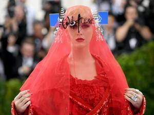 Pakai Gaun Desainer Antisemitisme, Katy Perry Picu Kontroversi