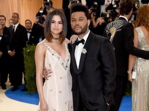 So Sweet! Mesranya The Weeknd dan Selena Gomez di Met Gala 2017
