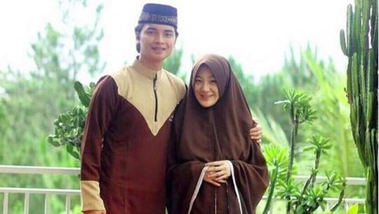 Adem, Kemesraan Putra Ustad Arifin Ilham dan Istri Mualafnya