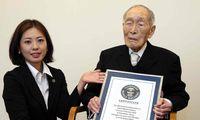Sakari Momoi menerima penghargaan dari Guinness World Records.