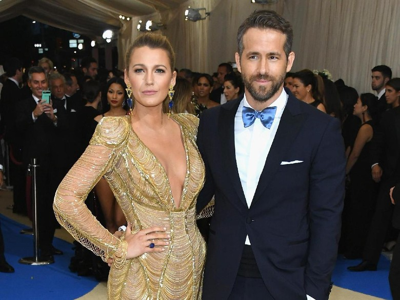 Pernikahan dengan Blake Lively Disebut Retak, Ryan Reynolds: I Wish!