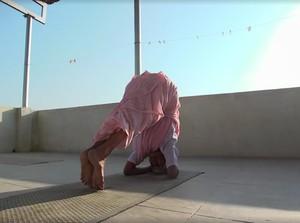 Viral, Aksi Nenek 98 Tahun yang Lihai Lakukan Gerakan Yoga Sulit