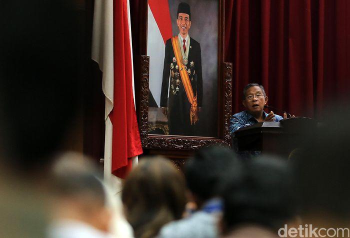 Menteri Perekonomian Darmin Nasution saat berbicara di peluncuran buku BPDP Kelapa Sawit 'Menuju Kemandirian dan Keseimbangan Sawit Indonesia' di Jakarta, Selasa (2/5/2017).