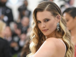 Behati Prinsloo Di-bully Netizen Gara-gara Posting Foto Memompa ASI