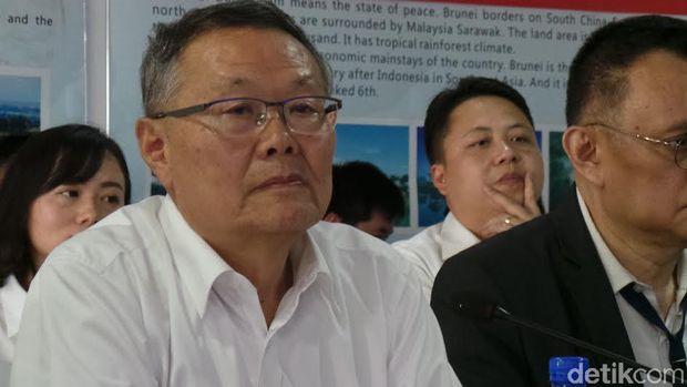 China Bikin Buldoser Akrobat dan Eskavator Pakai Remote Control