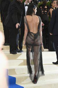 Inikah Penampilan Terseksi Kendall Jenner di Karpet Merah?