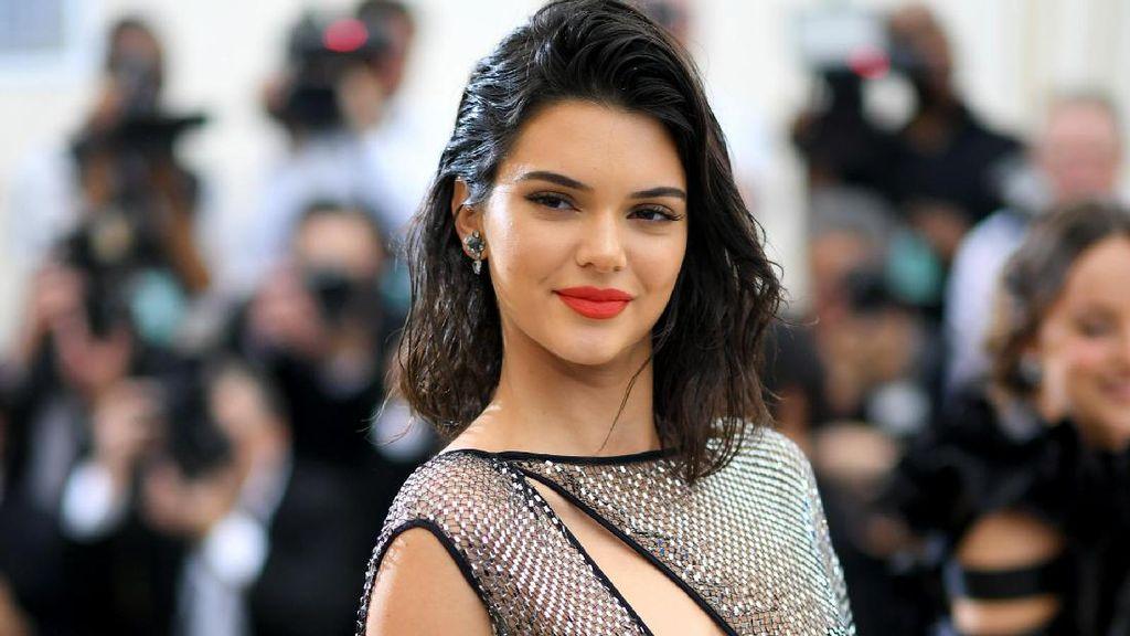 7 Selebriti yang Suka Tampil Tanpa Busana di Instagram