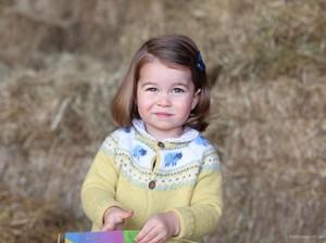 Putri Charlotte Kian Menggemaskan Jelang Ultah ke-2