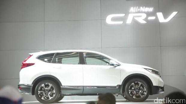 Honda memperkenalkan All New Honda CR-V 2017 di lndonesia International Motor Show (IIMS), Kamis (27/4). Generasi kelima ini menghadirkan desain baru yang didukung mesin 1.5 liter VTEC Turbo.