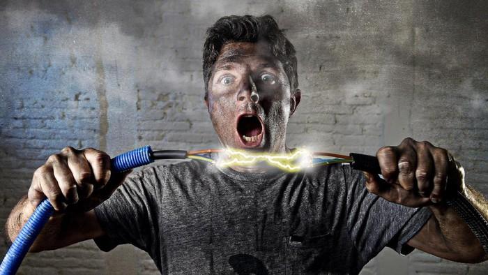 Ingat bahaya arus listrik. Foto: Thinkstock