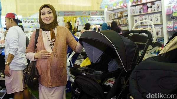 Hamil Besar, Soraya Larasati Belanja Perlengkapan Bayi