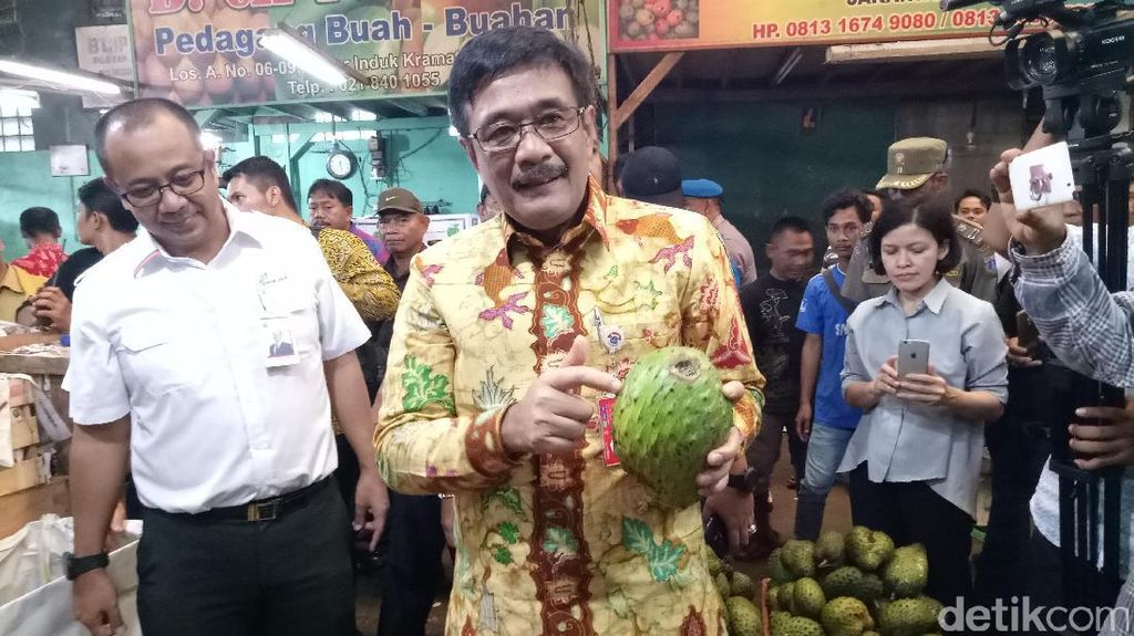 Cek Harga Pangan Jelang Puasa, Djarot Blusukan ke Pasar Kramat Jati