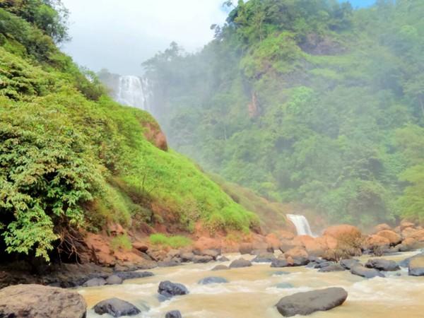 Ciletuh memiliki geologi heritage dengan outstanding yang kuat, sehingga diakui UNESCO. Ciletuh adalah bukti awal munculnya Pulau Jawa, karena di sinilah terjadinya tumpukan lempeng samudera dan benua pada 60 juta tahun yang lalu (Irpan Rispandi/dTraveler)
