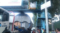 Truk Boiler Tersangkut di Jembatan Sukajadi Bandung