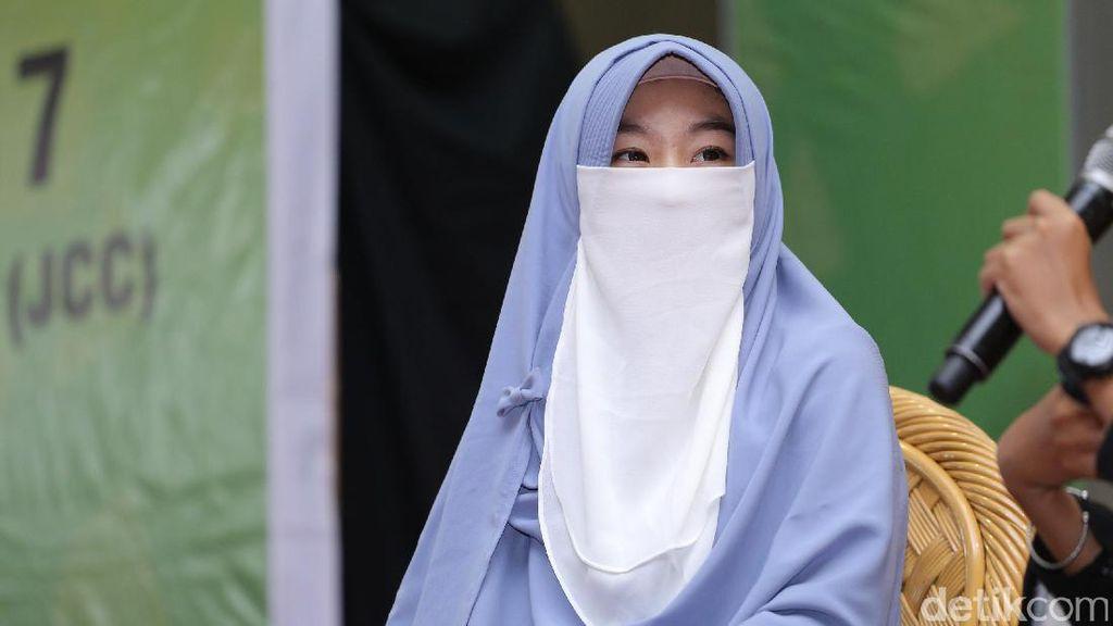 Cerita Larissa Chou Bahagia Bisa Cium Arifin Ilham Sebelum Dimakamkan