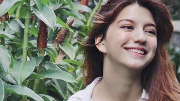Tatapan Cassandra Lee Bikin Deg-degan