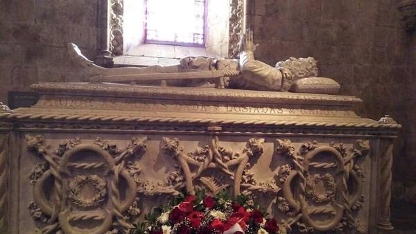 Di dalam monumen yang telah berusia 500 tahun itu terdapat sejumlah makam pahlawan dan tokoh penting Portugal. Di antaranya pengembara Vasco da Gama yang berhasil menemukan jalan laut langsung dari Eropa ke India (Elza/detikTravel)