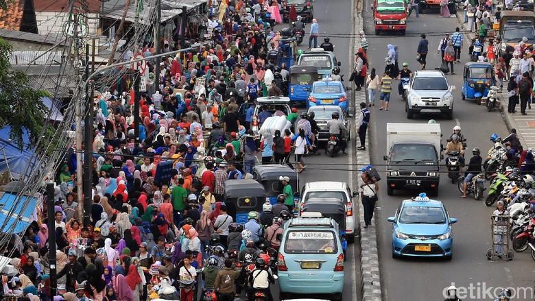 Kembali Ramai PKL, Penjagaan di Trotoar Tanah Abang akan Diperketat