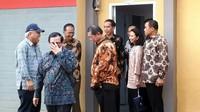 Jokowi hadir dengan didampingi Menteri PUPR, Basuki Hadimuljono dan Menteri BUMN Rini Soemarno dan Wagub Jabar Dedi Mizwar.