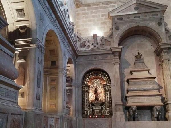 Seorang warga setempat mengatakan, Jeronimos pernah dijadikan sebagai Markas Angkatan Laut Portugal. Lokasi monumen ini memang persis berada di mulut Sungai Tagus (Elza/detikTravel)