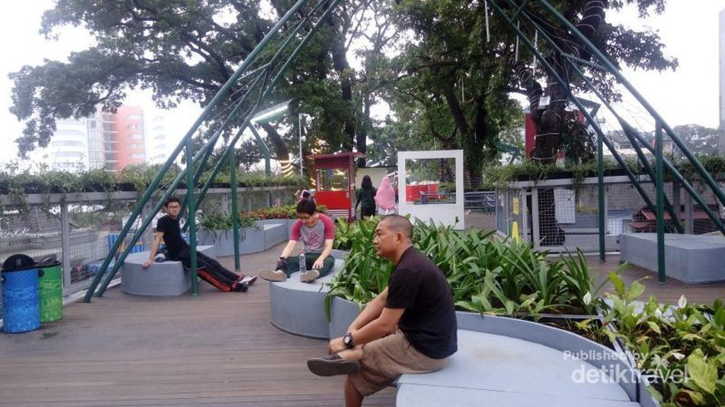 Wajah Baru Cihampelas Bandung, Pedestriannya Melayang-layang!