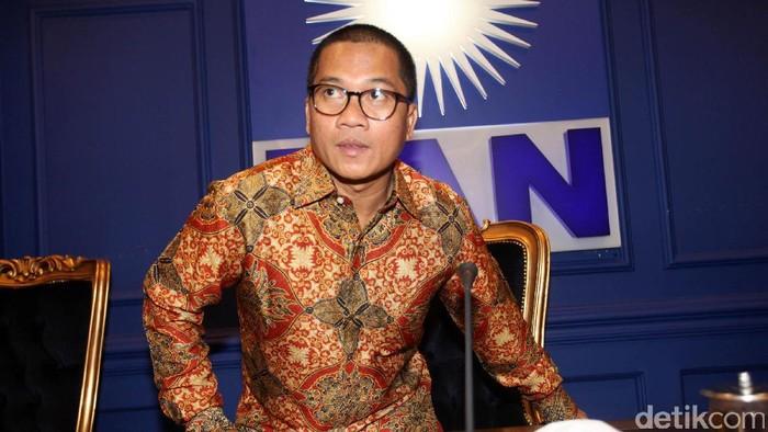Partai Amanat Nasional secara tegas menolak hak angket terhadap KPK. PAN tidak akan mengirimkan kadernya ke dalam panitia khusus (pansus) angket KPK. Hal itu disampaikan Sekretaris Fraksi PAN Yandri Susanto di kompleks parlemen, Senayan, Jakarta Pusat, Kamis (4/5/2017).