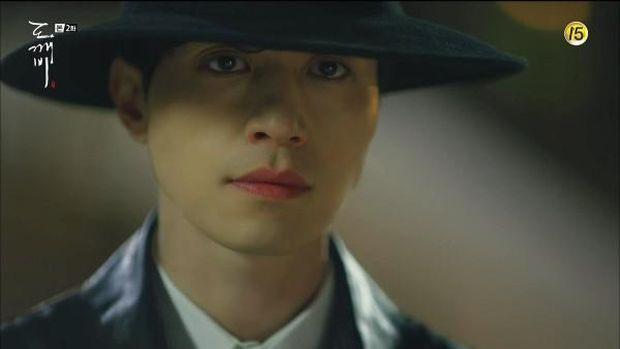 bibir merah Lee Dong Wook di serial Goblin