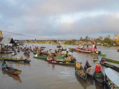 Video: Pasar Terapung Legendaris di Banjarmasin
