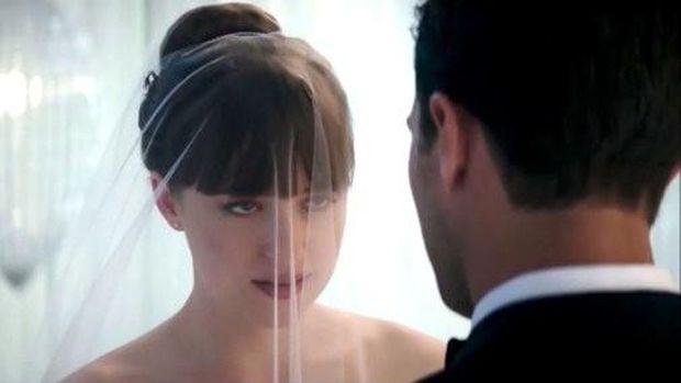 Adegan Dokota Johnson dan Jamie Dornan di Film 'Fifty Shades Freed'