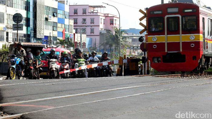 Perlintasan Kereta/Foto: Rengga Sancaya