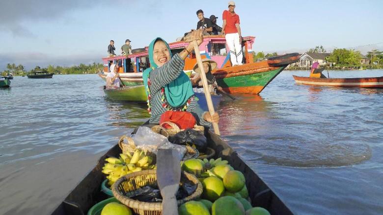 Suasana di pasar terapung Lok baintan (Kurnia/detikTravel)