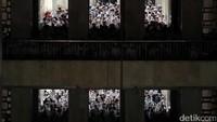 Usai melaksanakan salat Jumat, Ketum Gerakan Nasional Pembela Fatwa (GNPF) MUI Bachtiar Nasir berbicara di depan massa aksi 55 di masjid Istiqlal. Dia meminta kepada massa untuk tetap menunggu di kompleks masjid.