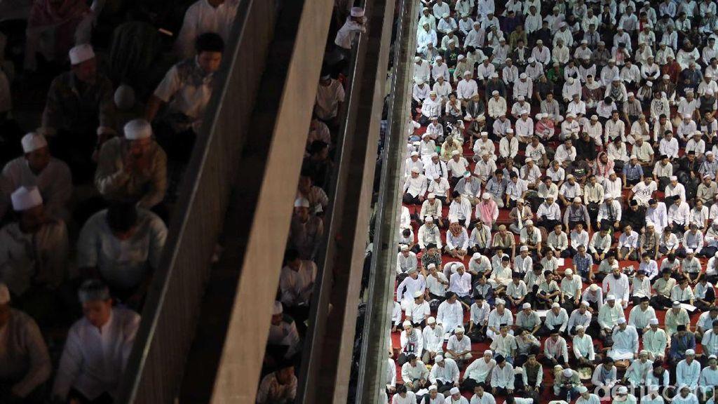 Ini Adab Masuk dan Keluar Masjid Lengkap dengan Doanya