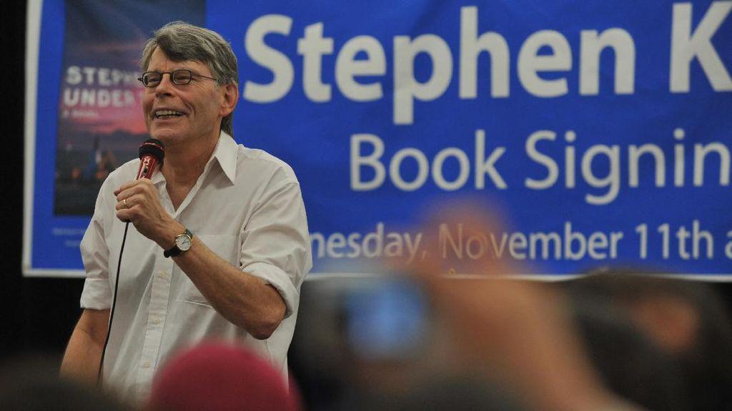 Kritik Trump, Stephen King Sebut Lebih Menakutkan Ketimbang Novelnya