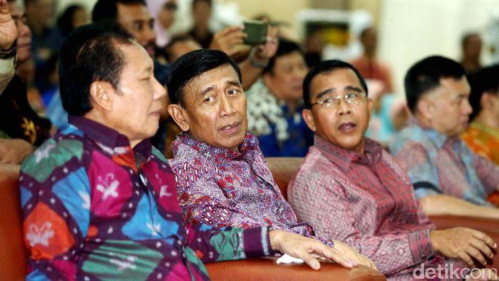 Ketua Umum PP PBSI Wiranto saat melepas skuat Indonesia ke Piala Sudirman 2017. Wiranto Foto: Rengga Sancaya/detikSport