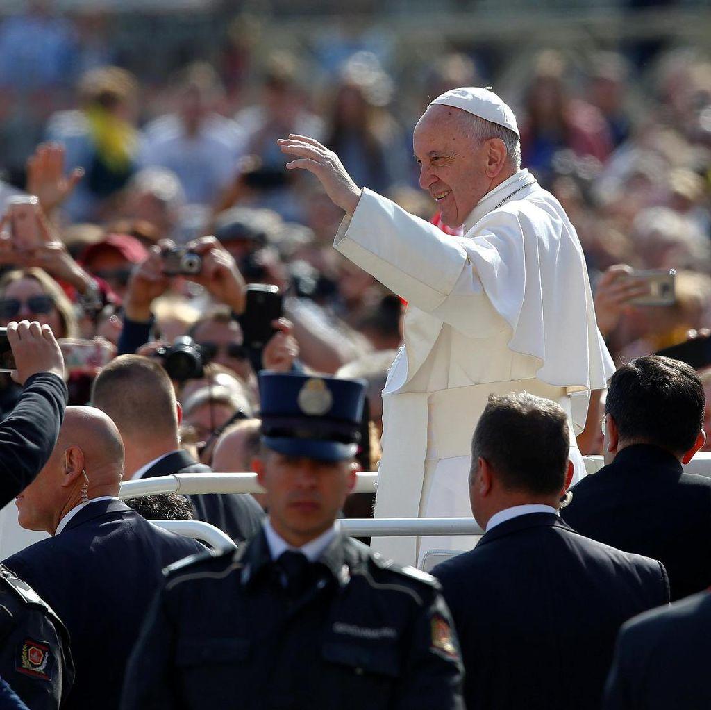 Paus Francis Mengenang Manusia Pertama di Bulan