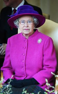 Ratu Elizabeth Selalu Pakai Baju Warna Terang, Alasannya Bikin Terharu