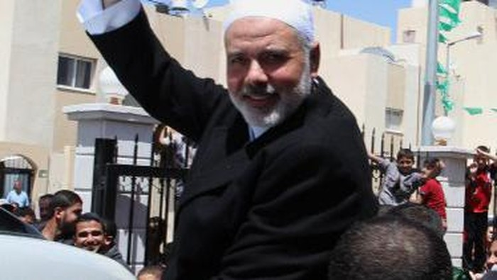 Senior Hamas leader Ismail Haniyeh, flashes the sign for victory after giving a speech during Friday prayers in the southern Gaza Strip town of Rafah on May 1, 2015. AFP PHOTO / SAID KHATIB / AFP PHOTO / SAID KHATIB