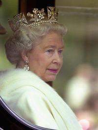 Dukung Anti Kekerasan Pada Hewan, Ratu Elizabeth II Stop Pakai Mantel Bulu
