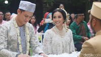 Pernikahan Rinni Wulandari dan Jevin Julian digelar di Rumah Sarwono, Pasar Minggu, Jakarta Selatan, Minggu (7/5/2017) sore. Febry/detikHOT
